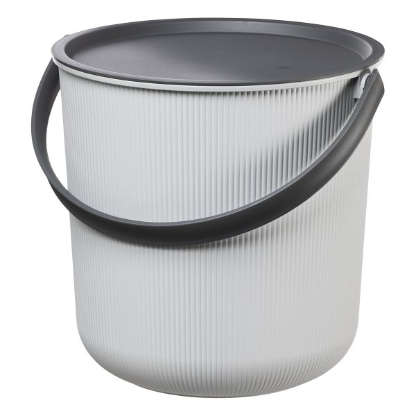 Akita 10L, storage bucket with a clear Scandinavian design. The sturdy lid can hold up to 50 kg making the bucket a perfect fit for a bedside or balcony table. The lid can be also used as a tray. This bucket is light grey and the lid and handle are black.