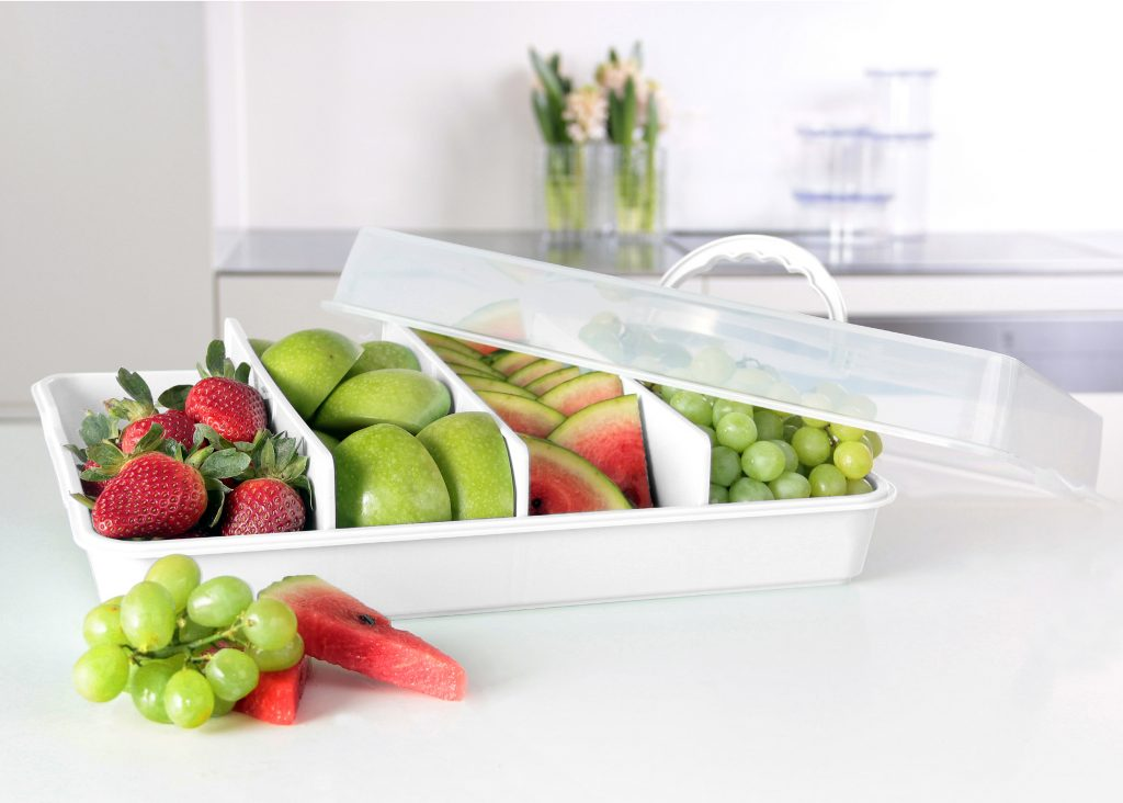 Gdynia Party Butler has a three insert that allows to adjust space inside. Due to handle on the lid it is ideal when it comes to transport groceries. Butler is placed on the tabletop.