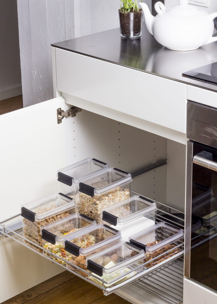 Oslo food storage boxes come in 4 different sizes and is perfect for storage in both cabinets and on the kitchen counters. Food storage are in the kitchen cupboard with drawers.
