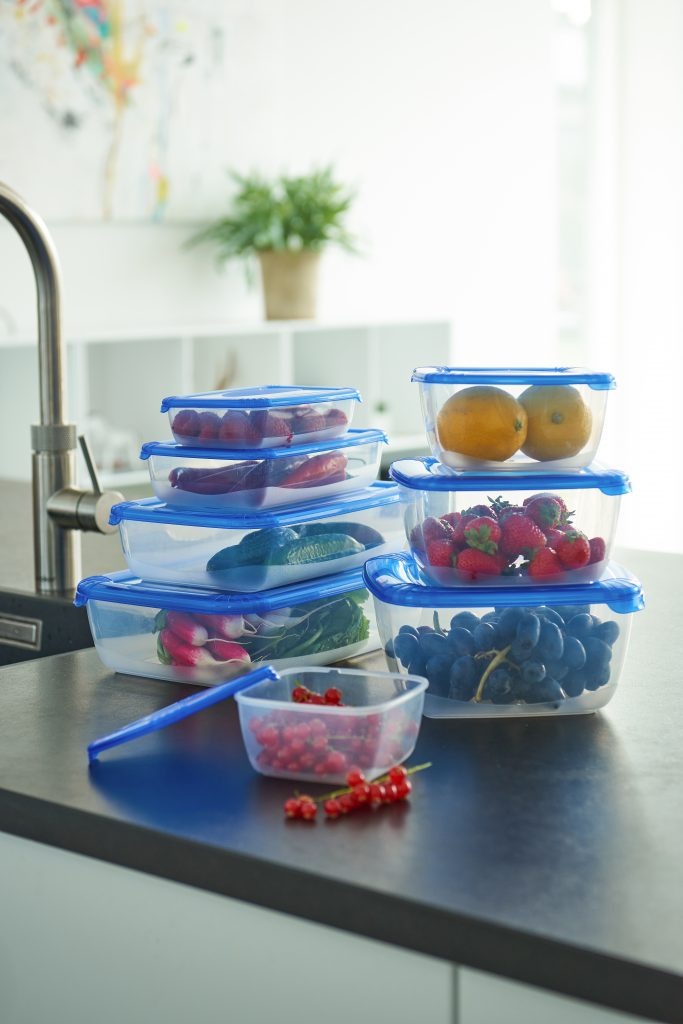 The Polar Box freezer containers come in 8 different sizes ranging from 0,46 to 2,5 L to find a box that fits your needs. Boxes stand in a kitchen on the tabletop.