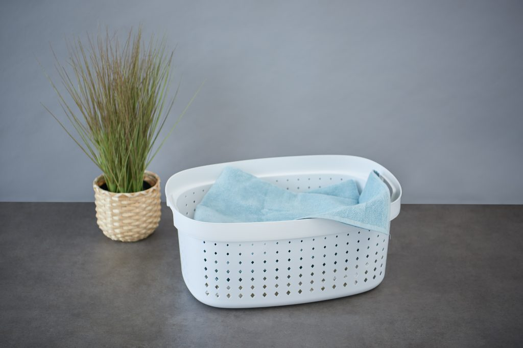 Seoul Linen basket is a stylish and practical solution for a bathroom or laundry. It complements the entire Seoul series. The basket is in a white color and has some linen inside.