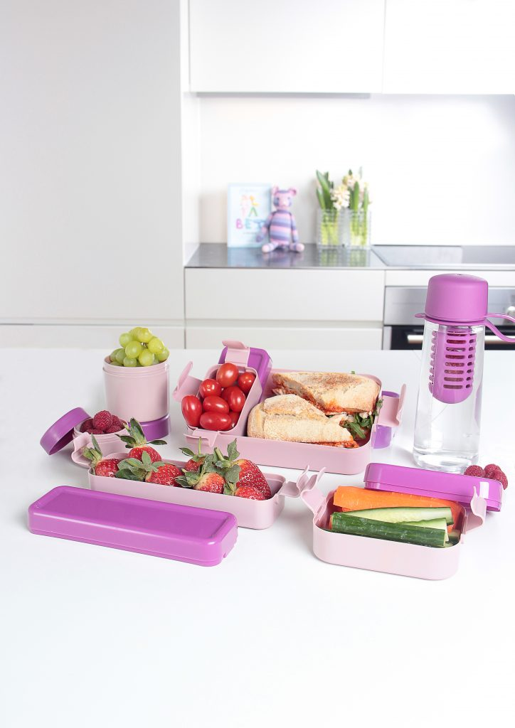 Hilo, series of lunch boxes in various shapes and sizes is suitable for bigger meals as well as smaller snacks. Pink variant of series stands on the tabletop.