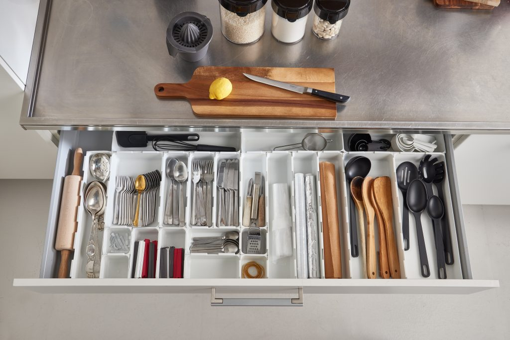 Modular drawer organizers to have kitchenware tidy and well sorted, thay are inside a drawer.