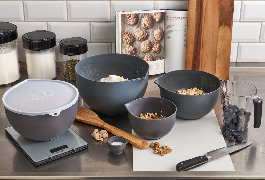 Super Bowls, convinient solution for baking. Mixing bowls have a mat surface, that makes them easy to clean. Bowl is on the worktop, while baking or cooking.
